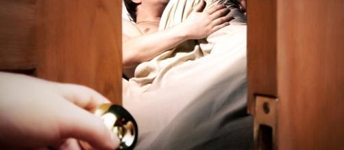 Descubra os sinais que seu parceiro da quando está lhe traindo