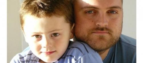 Elliot Goldsworthy começou a ter crises nervosas aos cinco anos (Foto: BBC)