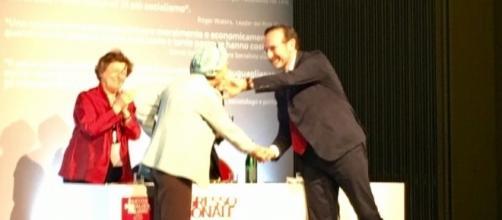 Emma Bonino con Riccardo Nencini e Pia Locatelli al congresso PSI - Foto by COMUNICAZIONE PSI