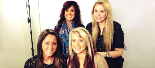 The cast of 'Teen Mom 2' poses for a group photo. [Image via Teen Mom/Instagram]