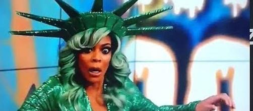 Wendy Williams passes out on live television [Image: The Daily News/YouTube]