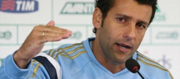 Alberto Valentim é o atual treinador da equipe