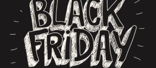 La scritta in nero di Black Friday