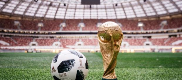 """La Fifa presentó """"Telstar 18"""", el balón oficial del Mundial Rusia 2018. - antena3.com"""