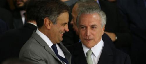 Michel Temer e Aécio Neves estão de mãos dadas