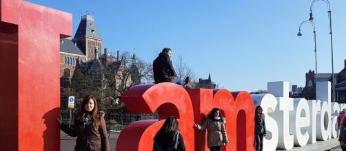 Museumplein, Amsterdam. La piazza dove trovare Van Gogh Museum e Rijksmuseum