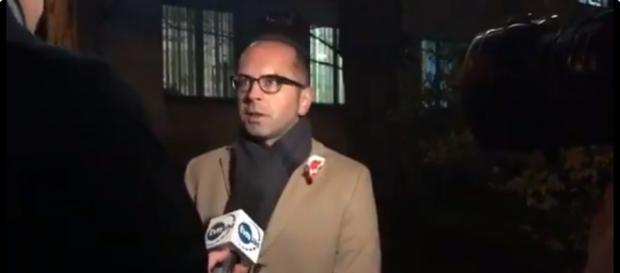 Michał Szczerba podczas wypowiedzi dla TVN24 (screen Twitter).