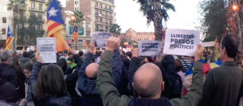 A demonstration to demand the release of 'political prisoners' / A.S.S.