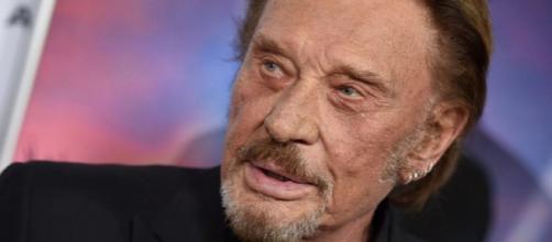 Atteint d'un cancer du poumon, Johnny Hallyday a été hospitalisé d'urgence pour une détresse respiratoire.