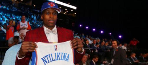 Draft NBA : Frank Ntilikina choisi en huitième par les Knicks ... - leparisien.fr