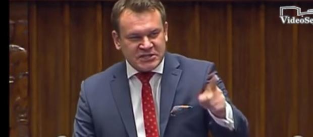 Dominik Tarczyński wdeptał w ziemię opozycję totalną (scrn youtube.com)