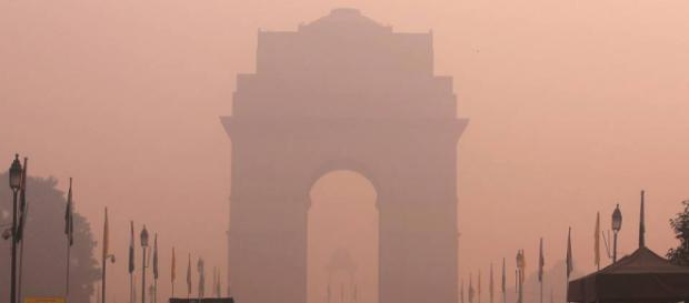 India Gate covered in a thick layer of toxic smog.