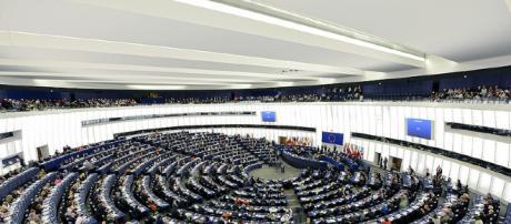 Qui in alto, una seduta del Parlamento Europeo (Bruxelles)