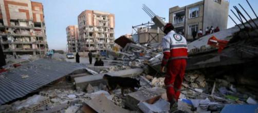 Ao menos 14 províncias iranianas foram afetadas pelo terremoto (Foto: Reprodução).