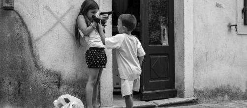 Bimbo 3 anni uccide sorellina pistola - flickr.com