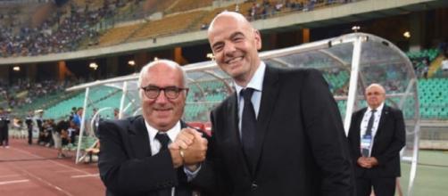 Il presidente della FIGC, Carlo Tavecchio, con il numero uno della FIFA, Gianni Infantino
