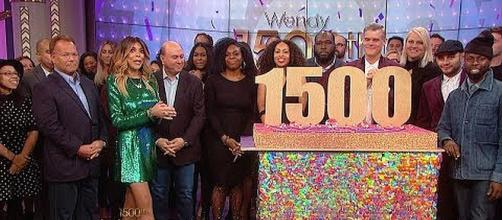 Wendy Williams and her staff celebrate 1,500th episode [Image: Wendy Williams/YouTube screenshot]