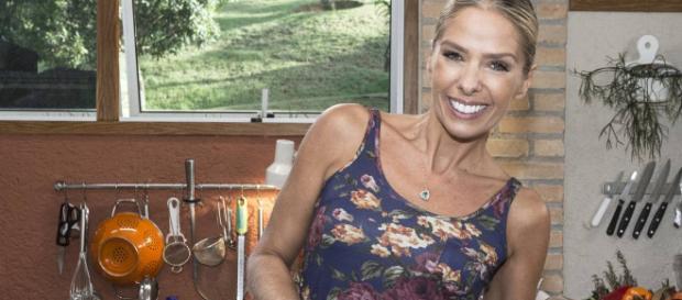 Adriane Galisteu é cotada para apresentar programa na Globo
