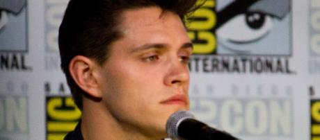 Casey Cott at San Diego Comic Con. [Image Credit: vagueonthehow/Flickr]