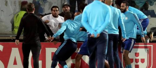 Foot OM - OM : Evra et des joueurs se battent avec les supporters ... - foot01.com