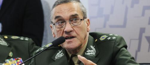 General Villas Bôas durante um discurso