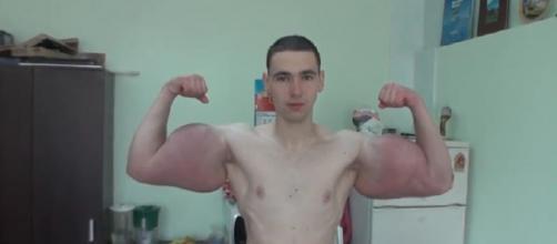 """Kirill Tereshin é um jovem russo de 21 anos que virou uma espécie de """"celebridade"""""""