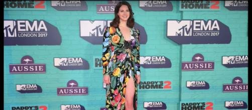 Lana Del Rey at the 2017 MTV EMAs [image credit: lolatthisname/YouTube]