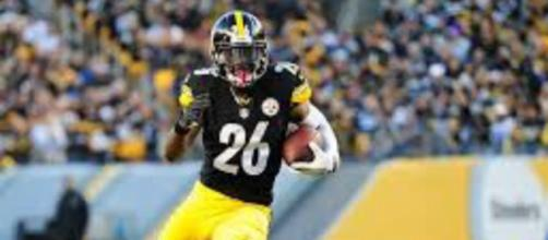 Le'Veon Bell leads the NFL in rushing yards. Image Source: Flickr | Brook Ward