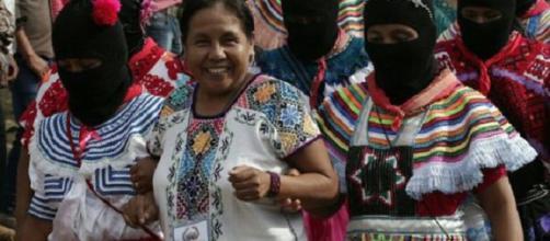 Marichuy e le donne zapatiste (Fonte: radiozapatista.org)