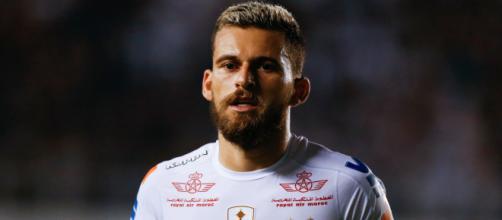 Meio-campista que atua pelo Santos