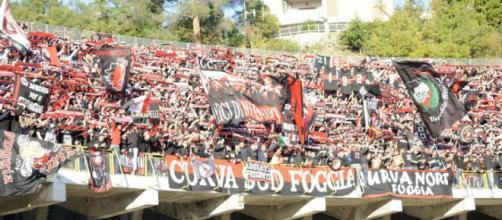 """Nella foto i tifosi foggiani presenti allo stadio """"Cino e Lillo Del Duca"""" di Ascoli"""