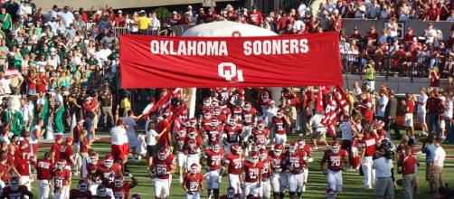 Oklahoma is the Big 12's best chance at a playoff berth; (Image via Julie Lazalier Harvey/Wikimedia Commons)