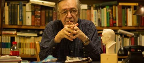 Olavo de Carvalho: filme sobre pensador gera protesto