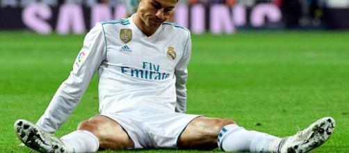 Ronaldo con los pies fuera del Bernabéu - mega.atresmedia.com.com
