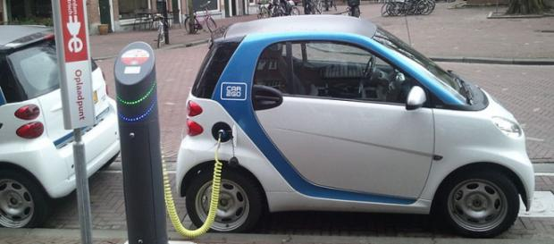 Electric car charging; (Image credit: Ludovic Hirlimann/Wikimedia Commons)