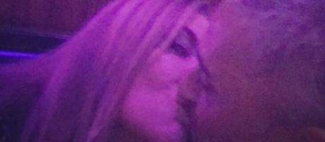 El beso de Kiko Hernández y Belén Ro.