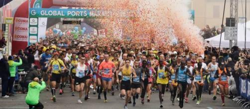 La partenza della Global Ports Maratona di Ravenna 2017 (via Facebook - Maratona di Ravenna Città d'Arte)