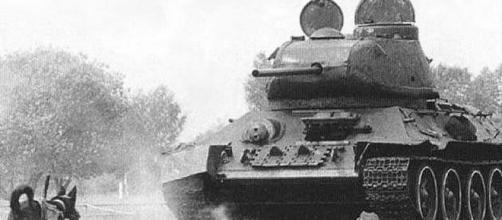 Perro antitanque, yendo hacia un tanque de guerra alemán