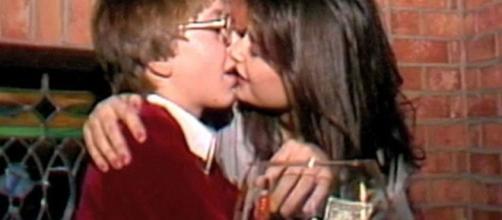 Demi Moore besando a niño de 15 años en video
