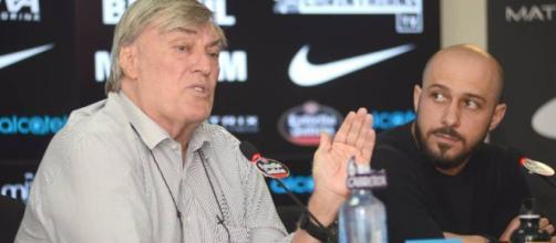 Dirigente do Corinthians admite procura por lateral-esquerdo