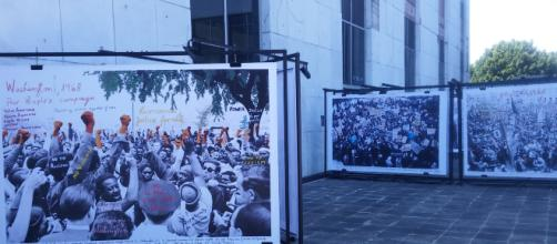 El patio del CCUT invadido con reproducciones de fotos del 68.
