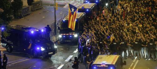 El vía crucis de policías y guardias civiles en pueblos catalanes ... - elespanol.com