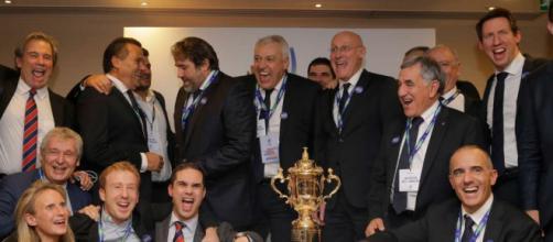 La délégation française fête la désignation de la France comme pays hôte de la Coupe du monde de rugby 2023, (Via Le Monde ALASTAIR GRANT) / AP