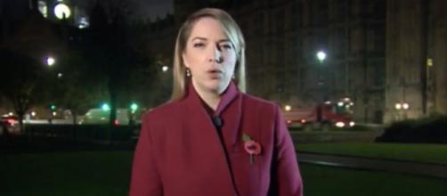 Nem mesmo a repórter escapou da pegadinha ( Reprodução - BBC )