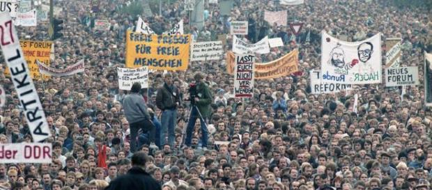 Hunderttausende strömten am 4. November 1989 auf den Alexanderplatz.