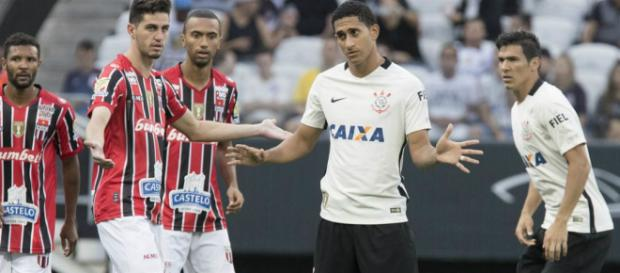 Mesmo negociando com Pablo, Corinthians quer contratar outro zagueiro