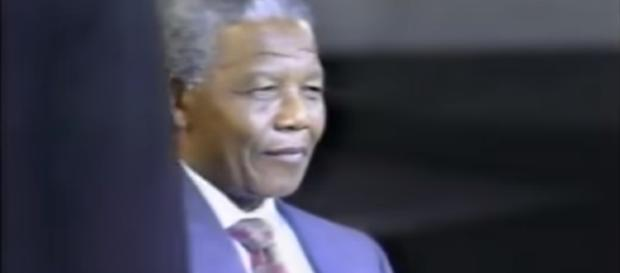 Nelson Mandela destroys Ted Koppel Part 1 -Image credit- winborneb | YouTube