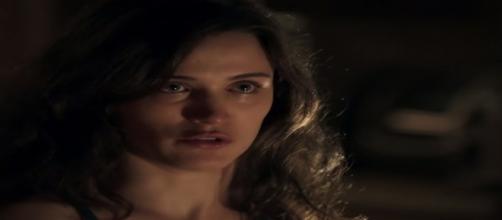 Clara terá ajuda de Beatriz para descobrir armação de seus amigos (Foto: TV Globo).