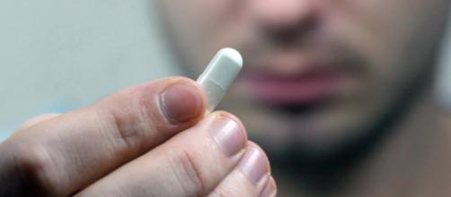Comprimido inteligente usa sensor minúsculo ativado pelo estômago e promete revolução na medicina. (Foto: Reprodução)