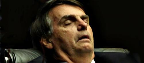 Deputado Jairo Bolsonaro dormindo em sessão plenária da Câmara